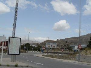 Rotonda de acceso al polígono industrial público Espartal III en el que tiene su sede el Consejo Regulador del Turrón./FOTO MADE IN JIJONA