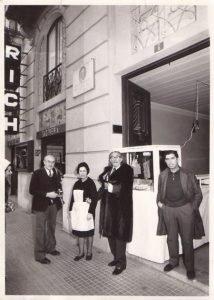 Botiga o parà primera de Juan Verdú Sirvent a Figueres, amb el pintor Salvador Dalí, client habitual dels torrons xixonencs./FOTO MADE IN JIJONA