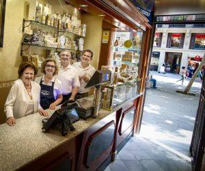 Botiga de torrons artesans de Xixona d'alta qualitat de la família Planelles Donat al Portal de l'Àngel de Barcelona./FOTO PLANELLES DONAT