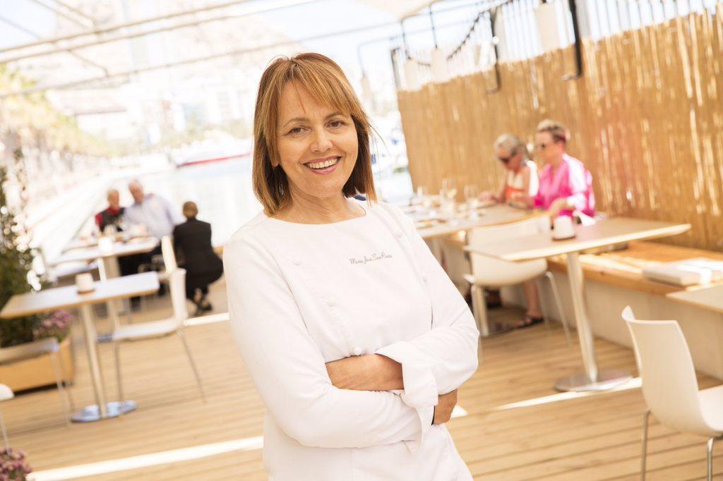 La chef María José San Román en una imagen reciente en la terraza de su restaurant Monastrell de Alicante./FOTO GRUPO GOURMET