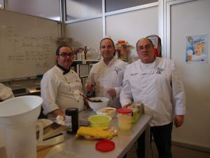 Mario Masiá junto a Pablo Galiana y Enrique Masiá, también docentes en Anhcea.