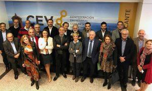 Foto de familia de las primeras incorporaciones, en noviembre de 2018, de las principales patronales sectoriales a la CEV, entre ellas turrón y helado./FOTO CEV