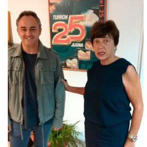 Amalia Coloma, gerente de Turron 25, junto al solita internacional de timbal Javier Eguillor.