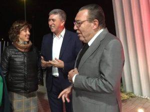 Rafael Climent, conseller d'Economia, amb José Enrique Garrigós, president del Consell Regulador, i la regidora d'Urbanisme, Teresa Carbonell./FOTO CONSELLERIA