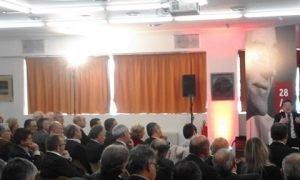 José Enrique Garrigós, presidente del Consejo del Turrón, en segunda fila escucha atentamente a Ximo Puig, hoy./FOTO MADE IN JIJONA