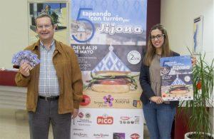 Pascual Sanchis, presidente de AEX, junto a la concejal de Turismo de Xixona, María Núñez./FOTO MADE IN JIJONA