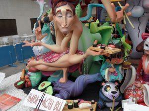 La figura del pensador xinés Confucio presideix la foguera infantil guanyadora de Florida Portatge./FOTO MADE IN JIJONA