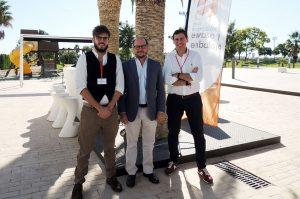 De izda. a dcha., Daniel del Olmo (Natra), José Orbe (presidente del Cluster) y Jaime Esteban (Speedout Advisory)