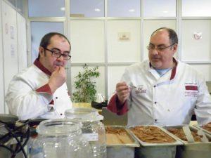 Pablo Galiana y Enrique Coloma prueban helados en un curso de Anhcea./FOTO FACEBOOK PABLO GALIANA