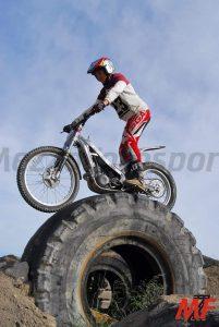 El piloto de trial César Mira en plena prueba./FOTO MEZZOSPORT