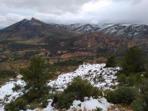 Imatge de la Penya Migjorn nevada, el passat dia 20, en l'inici de la borrasca Glòria./FOTO MADE IN JIJONA