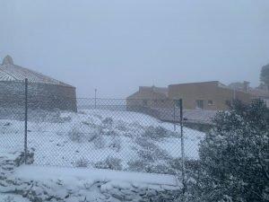 Imagen del hotel municipal Pou de la Neu de la Carrasqueta durante la nevada del pasado domingo por la tarde./FOTO MADE IN JIJONA