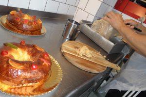 José María García, en acción en el obrador de la panadería familiar de Alicante JM García-Sin Gluten./FOTO MADE IN JIJONA