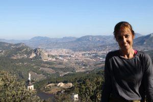 La diputada Elisa Díaz en una montaña alicantina.