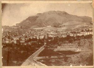 Principios del siglo XX. Se contempla a la derecha el amplio espacio urbanizado desde el puente de Alcoy hasta el Convento de San Francisco. Inicios del siglo XX