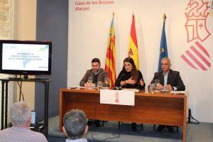 La conselleria Mireia Mollà junto a Rico y Torres en la presentación de resultados de agricultura ecológica en la Casa de las Brujas de Alicante, el pasado mes de febrero./FOTO CONSELLERIA