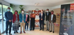 El conseller Climent en la seva visita en novembre a la factoria de Turrones Picó acompanyat per la directora de l'IVACE.
