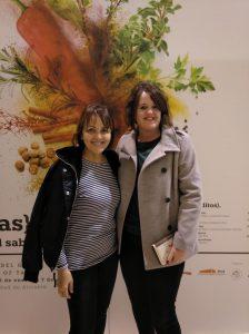 La blogger xixonenca Priscila Fernández junto a la chef alicantina María José San Román.